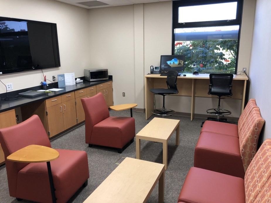 Pedagogical Lounge has informal meeting/workspace.